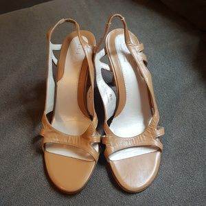 Adorable Guess strappy sandals